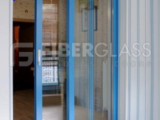 Раздвижные двери из стеклопластика, выход на кухню